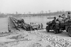 24 march 1945 Bridge building across the Rhine, 17th Armored Engineer Battalion (10)