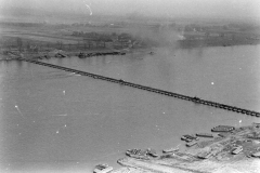 24 march 1945 Bridge building across the Rhine, 17th Armored Engineer Battalion (3)