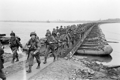 24 march 1945 Bridge building across the Rhine, 17th Armored Engineer Battalion (5)