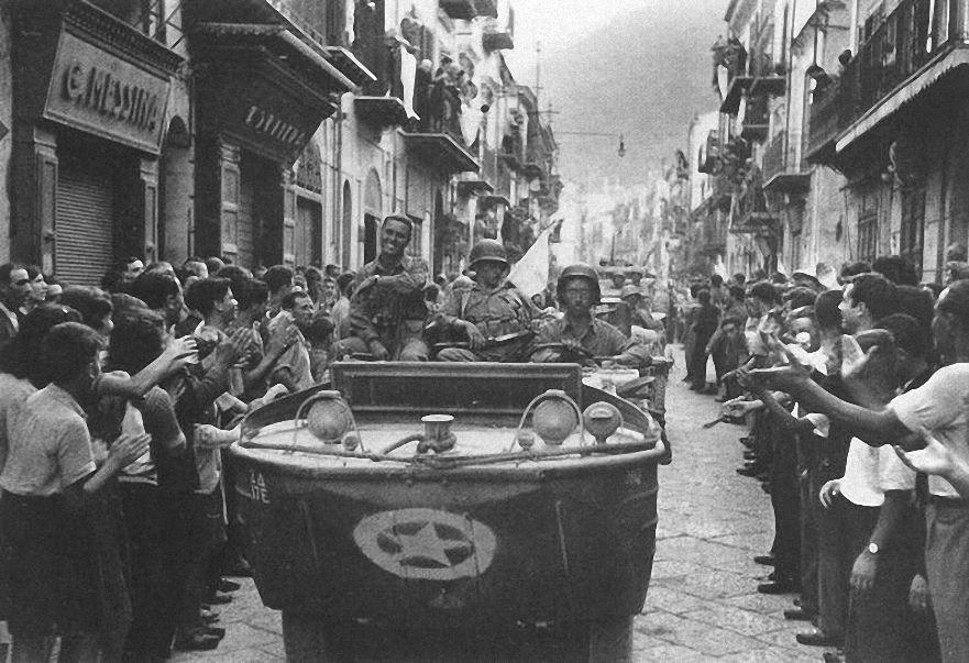 17th Engineers in een Ford GPA Seep Palermo, Italie 22 Juli 1943