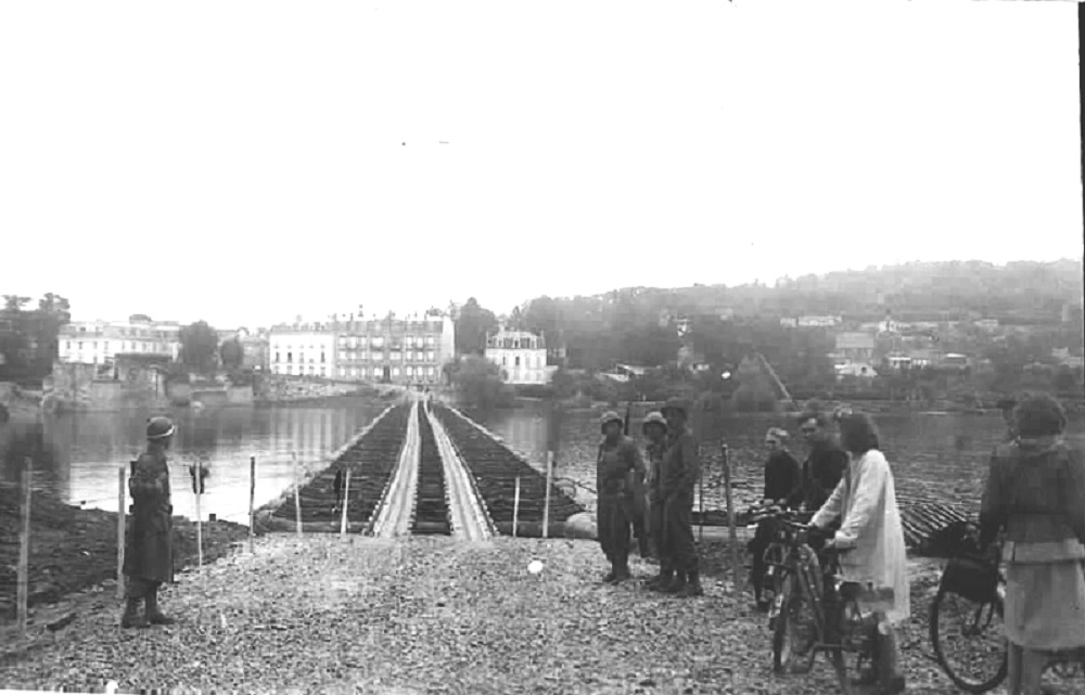 Bridge over the Seine build by the 17th Engineers at Meulan, 28-30 Sept 1944France 02