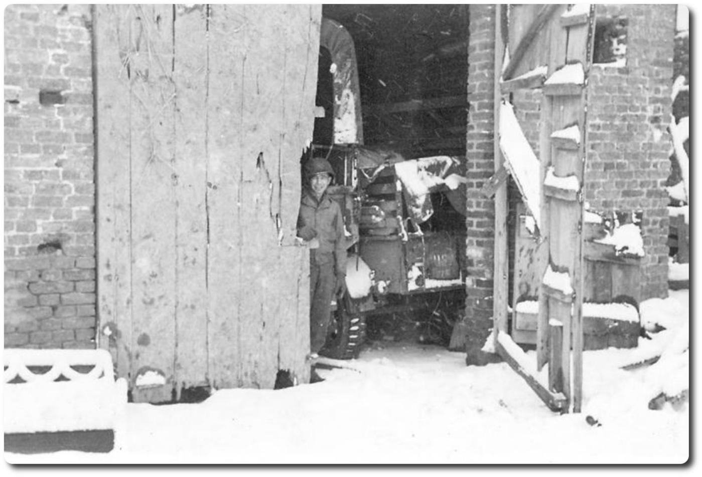 WWII_CO_20_trailer met vaag te zien '7E' te Ederen