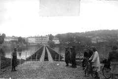 M2 Threadway brug over de rivier de Seine, in Meulan, Frankrijk, 720 ft. in lengte, 28 tot 30 Augustus 1944