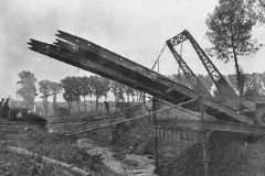 September_18_1944_built_a_bridge_across_the_Geleenbeek_stream_near_Kathagermolen