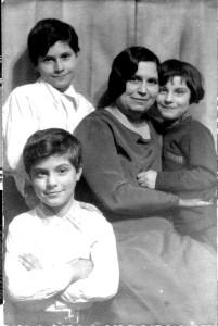 Joseph Fumagalli (linksonder) 10 jaar oud met het gezin, Amerika