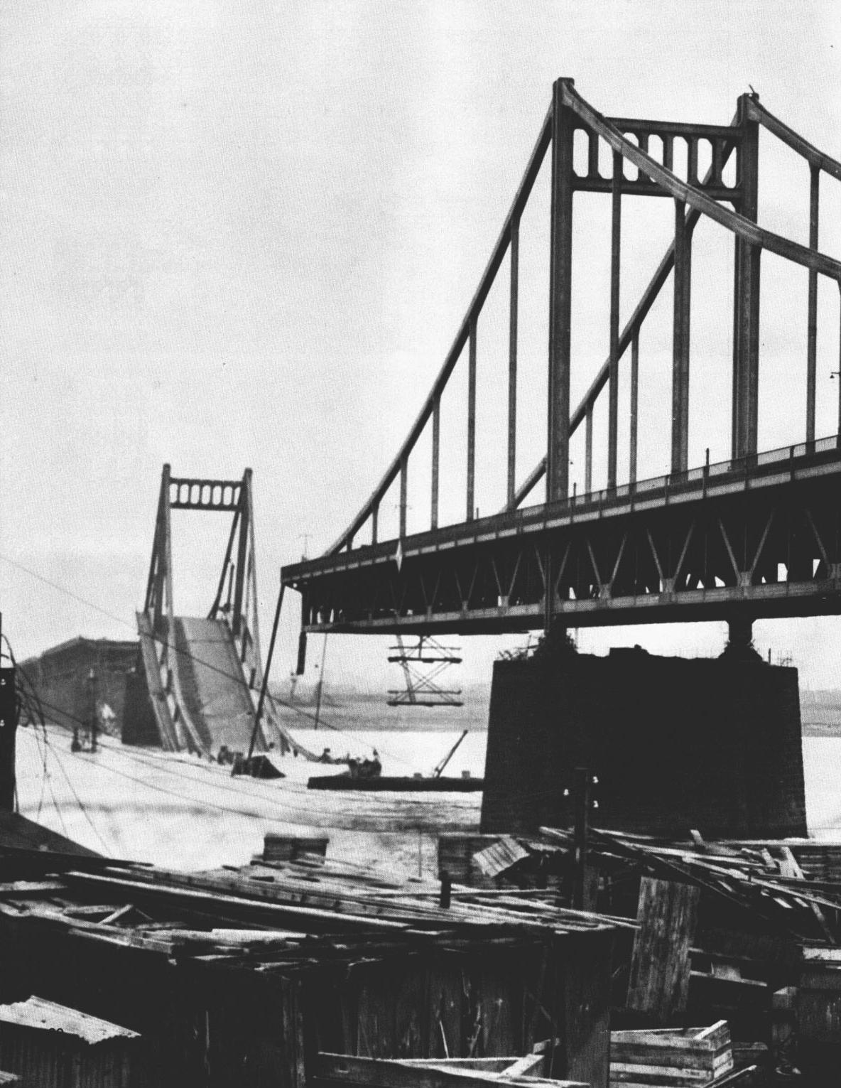 Destroyed_Krefeld-Uerdinger_Rheinbruecke_1945 (Source Wikipedia)
