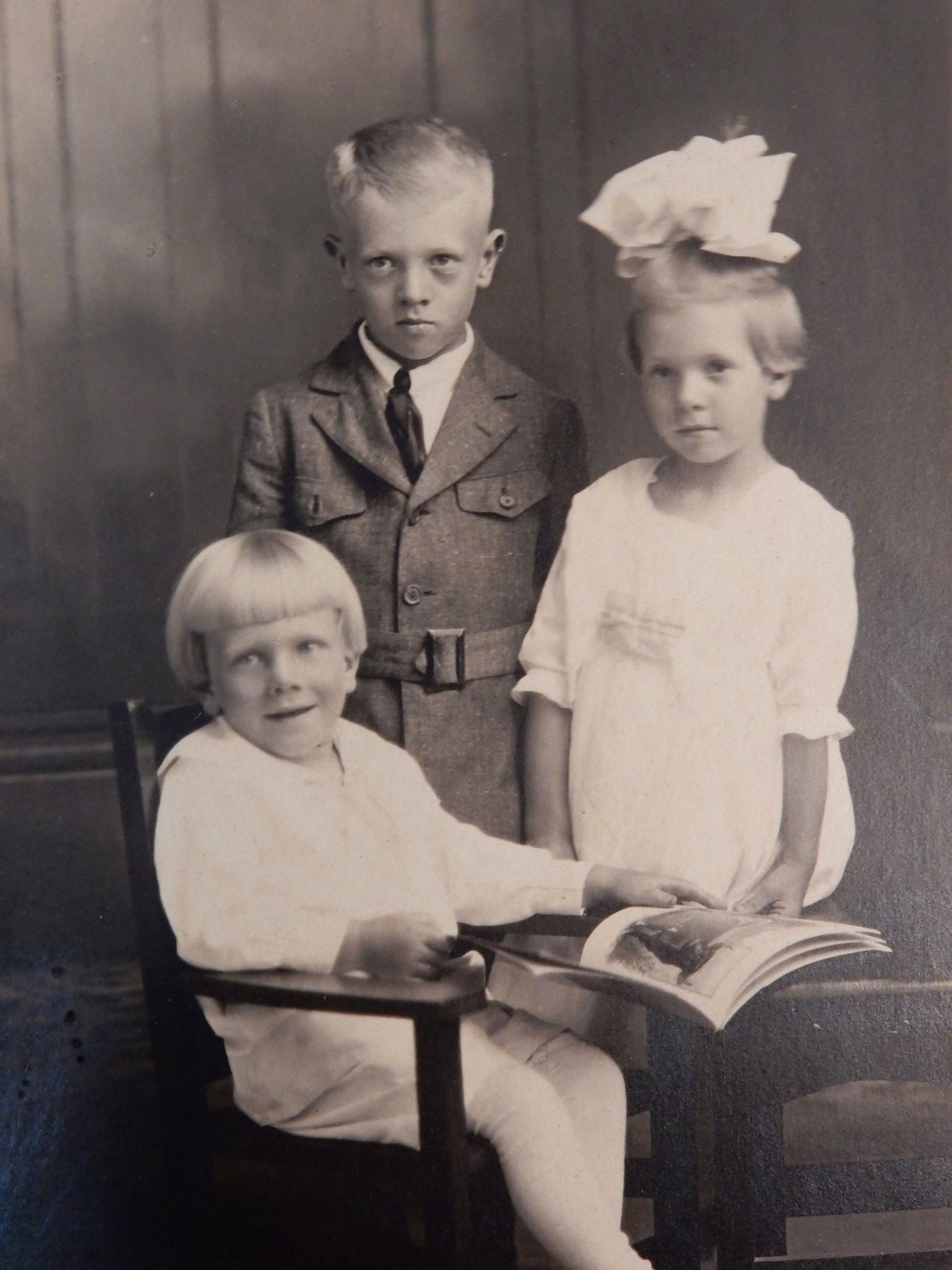 Gordon Ketchpaw as a boy, in the middle