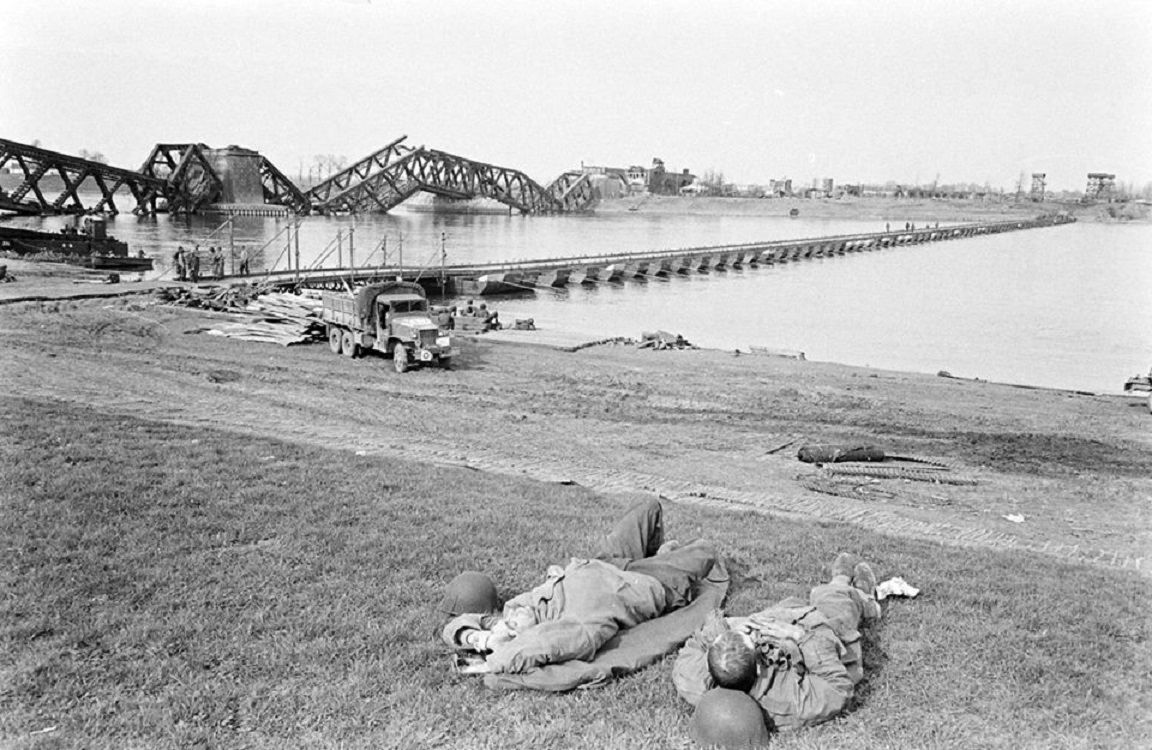 Treadwaybridge at Wesel across the Rhine River at the end of March 1945 (source: unknown)