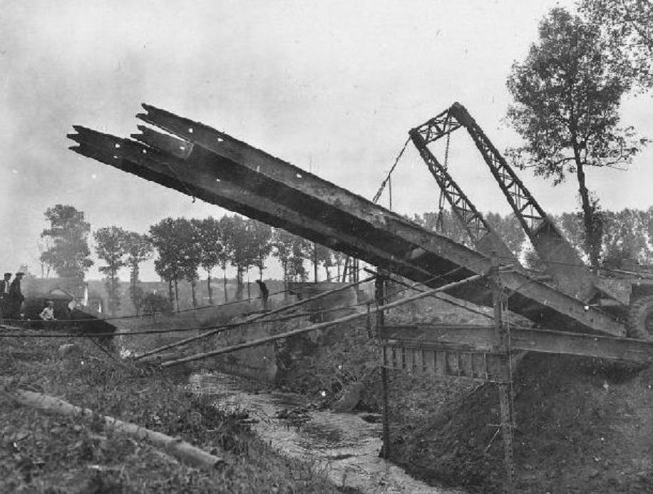 September_18_1944_built_a_bridge_across_the_Geleenbeek_stream_near_Kathagermolen