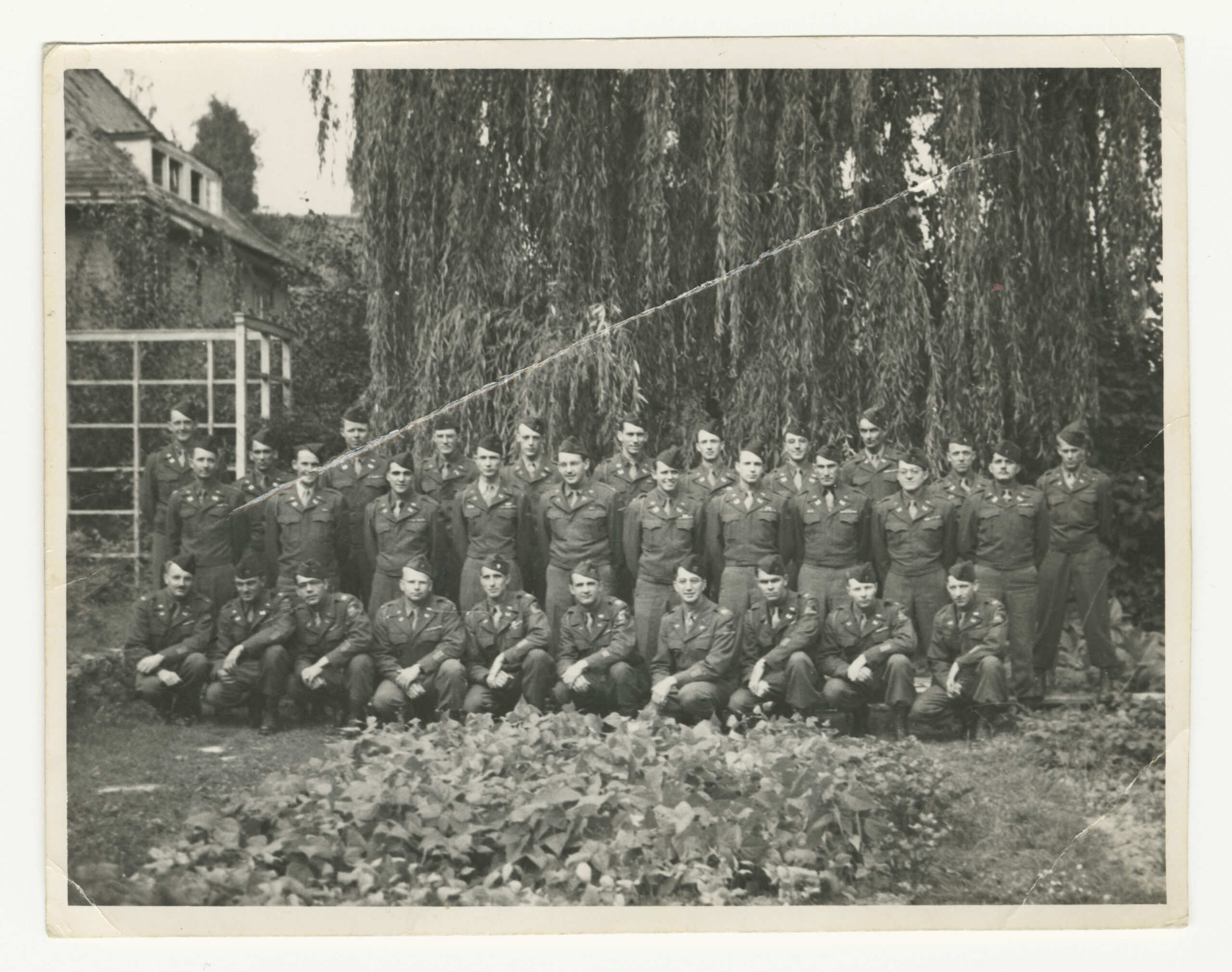 17th Armored Engineer Battalion kneeling or standing in three rows for a unit photograph (Courtesy: Rob Jo