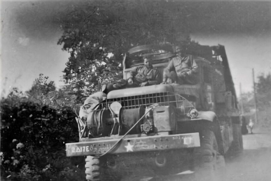 Engineers with their Hallftrack of the 17th Armored Engineer Battalion, regio around Brunssum, made by R. Waltmans. (Source: WW2insouthlimburg.com)